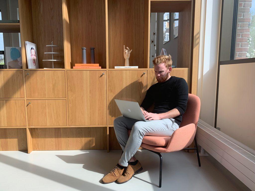 Rasmus Bruus fra Makeinfluence brugte OfficeHub til at finde hans kontor